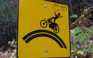 Funny Street Signs 21 Desktop Wallpaper